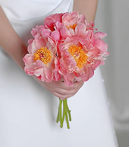 Make it pretty in pink with this single variety of peonies breathing an essence of simplicity and beauty.