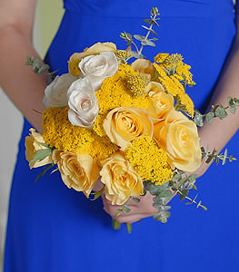 Glowing with beauty, yellow and cream roses breathe a two-toned, breezy appearance.