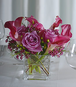 The soft tones of lavender in both the roses and calla lilies help promote a tranquil and serene setting.