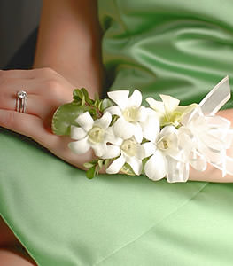 An eye-catching brace of dendrobium orchid blooms makes this corsage an outstanding all-white choice.